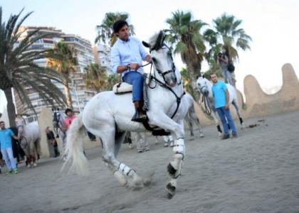 Andrés Romero se presenta a Málaga en la playa de la Malagueta