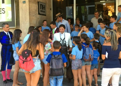 La legión de niños romeristas, fieles a la cita en Huelva con su torero