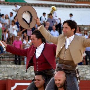 Tres orejas y un rabo en El Castillo de las Guardas